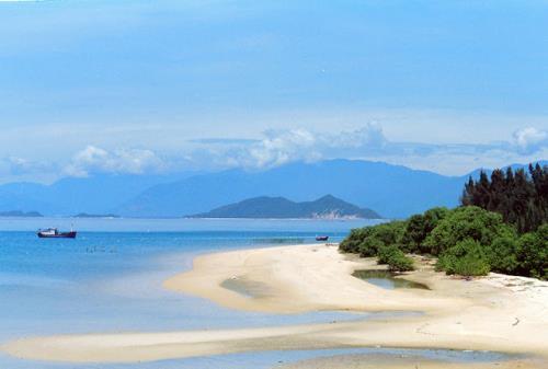 Bán đảo Đầm Môn vẫn còn khá hoang sơ. Ảnh: First Choice Travel Vietnam
