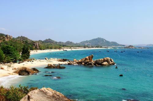 Bình Ba có rất nhiều bãi biển đẹp với cát trắng, nước trong veo, phản chiếu trời xanh ngắt. Ảnh: Indochina Voyages