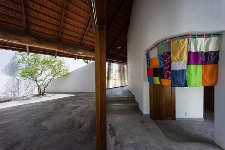 Phòng ngủ được thiết kế nhỏ xinh phía cuối nhà.