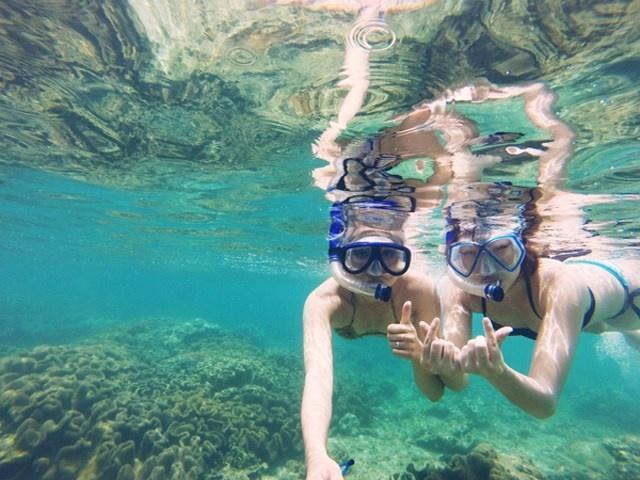 Tới đây, bạn chỉ cần thuê thêm một chiếc kính lặn với giá 30.000 đồng là tha hồ lặn và ngắm san hô.Ảnh: Hoàng Khang