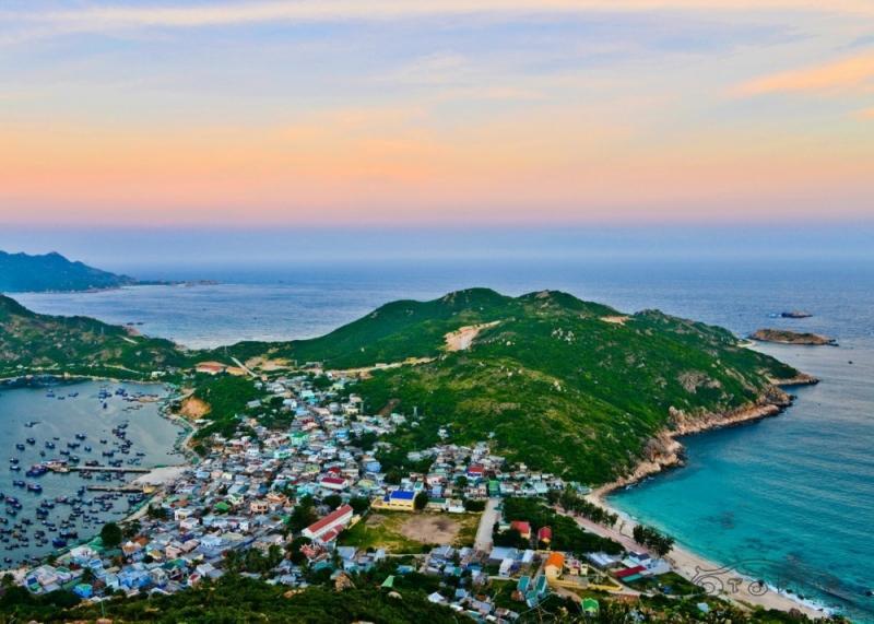 Đảo Bình Ba nhìn toàn cảnh. Ảnh: NhaTrang.