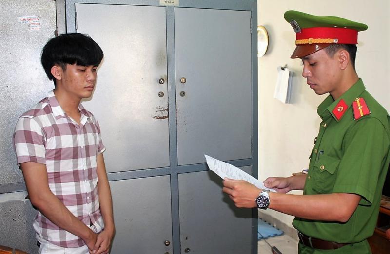 Cơ quan cảnh sát điều tra thi hành lệnh bắt đối tượng Đặng Văn Đức.