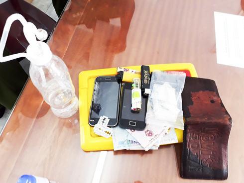 Ma túy, dụng cụ sử dụng ma túy đá và nhiều đồ vật của tội phạm ma túy bị lực lượng Công an TP. Cam Ranh thu giữ