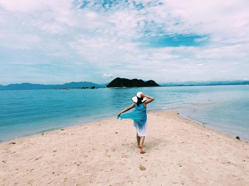 Hòn đảo Điệp Sơn, địa danh mà cô nàng diễn viên Trang Moon đặc biệt thích thú, có lối đi giữa biển độc nhất vô nhị tại Việt Nam. Ảnh: Trang Moon
