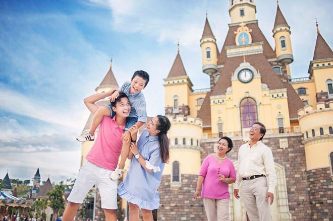Vinpearl Land Nha Trang đáp ứng nhu cầu giải trí của cả gia đình.
