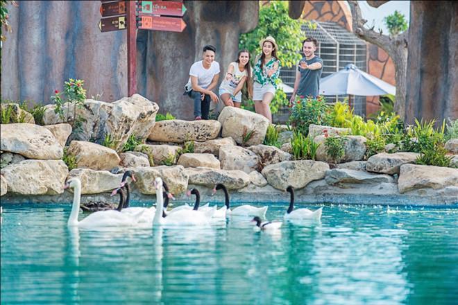 Vườn Quý vương rộng 5 ha với vô số loài động vật quý hiếm.