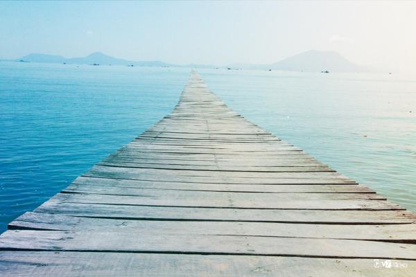 Cây cầu chính vươn ra biển rộng. (Nguồn: Việt Nguyễn)