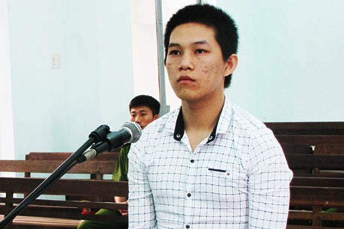 Bị cáo Nguyễn Quốc Thật tại phiên tòa. ( Ảnh: Báo Khánh Hòa).