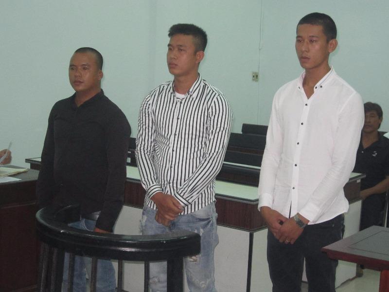 Ba bị cáo tại tòa