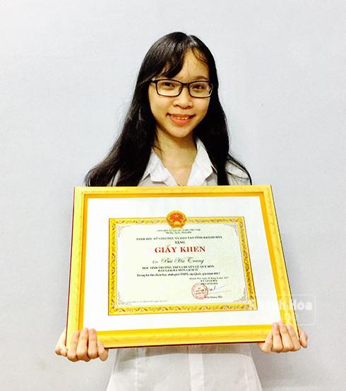 Em Bùi Hà Trang đạt giải 3 môn Lịch sử trong Kỳ thi HS giỏi quốc gia năm học 2016-2017