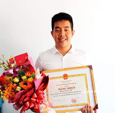 Em Trần Công Tâm, thủ khoa xét tuyển đại học của tỉnh năm 2017
