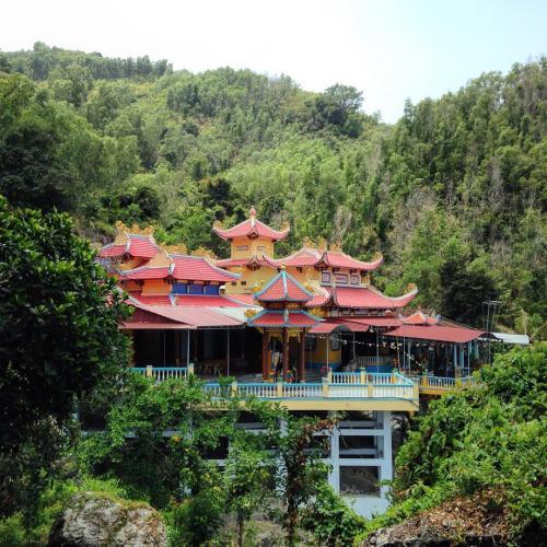 Ngôi chùa có kiến trúc khá độc đáo... (Nguồn:_tankisstka_)