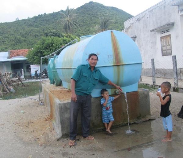 Giếng nước ngọt đã về với thôn đảo Điệp Sơn. Ảnh: XH
