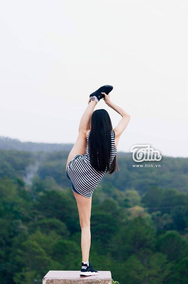 Cô nàng hy vọng sẽ tiếp tục bổ sung thêm nhiều hình ảnh khác với tư thế khó đỡ này trong mỗi chuyến đi của mình.