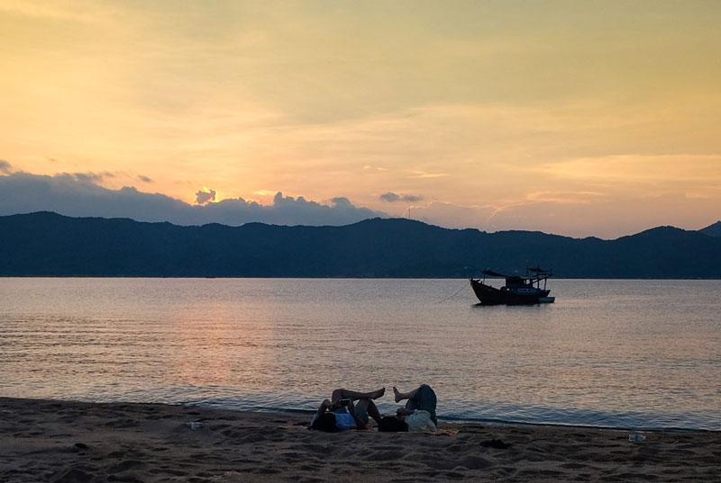 Đảo Hòn Lớn nằm trong vịnh Phong Vân, thuộc địa phận huyện Vạn Ninh, tỉnh Khánh Hòa. Ảnh: Xuân Tiến.