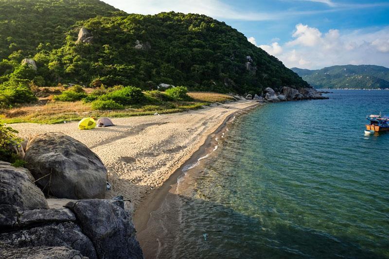 Diện tích của đảo khoảng 46 km2. Ảnh: Xuân Tiến.