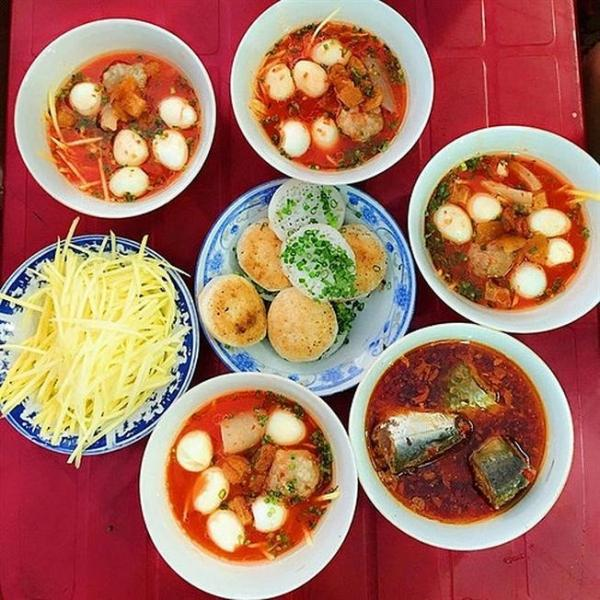 Phần bánh căn Phan Thiết hấp dẫn ở quán Lân Nguyệt. Ảnh Sưu tầm.