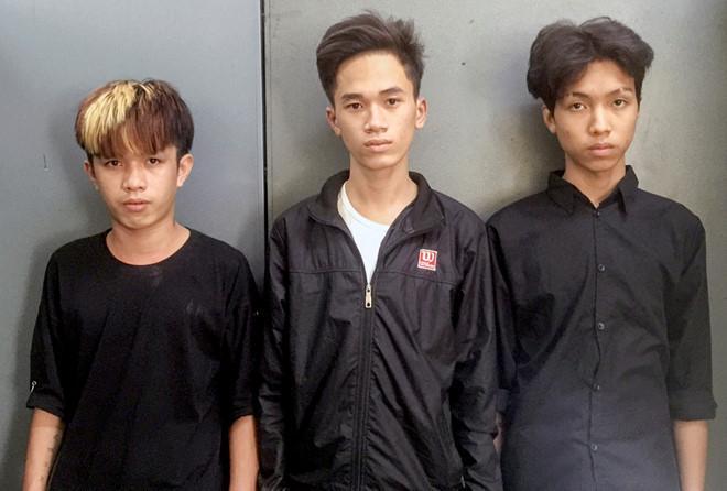 Phương, Việt, Khang (từ trái qua) tại cơ quan công an. Ảnh: A. Bình