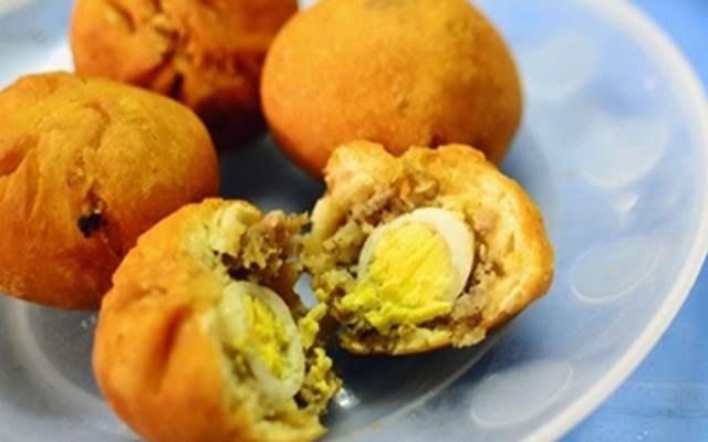 4. Bánh bao chiên: Bánh bao có vỏ rất mỏng, nhân thì đầy ắp những nguyên liệu ngon, ăn không biết ngán, chấm kèm nước tương cực kỳ ngon. Ảnh: lambanh365.com.