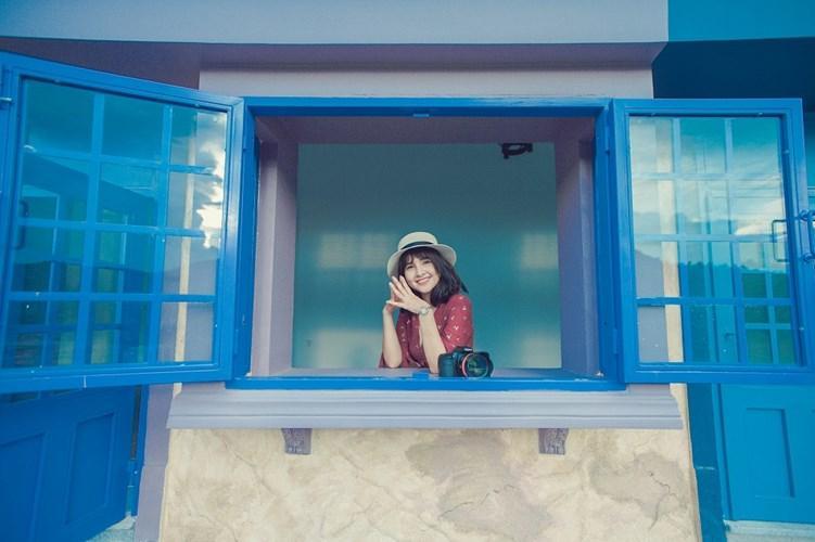 Không chỉ vậy, đứng từ địa điểm này bạn dường như được ôm cả thành phố du lịch Nha Trang vào lòng ấy, gió thổi lồng lộng mát.