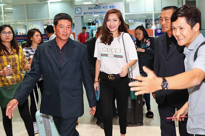 Ca sĩ Bích Phương là một trong những nghệ sĩ biểu diễn trong đêm bán kết Hoa hậu Hoàn vũ Việt Nam.