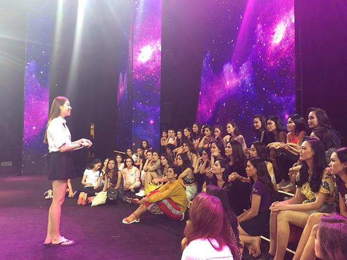 Bán kết Hoa hậu Hoàn vũ Việt Nam 2017 diễn ra lúc 20h thứ bảy 4/11, truyền hình trực tiếp trên kênh VTV6.
