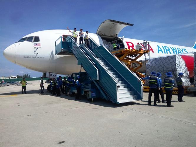 Chuyến hàng cứu trợ được Trung tâm điều phối, hỗ trợ nhân đạo thiên tai khu vực ASEAN xuất từ kho tại Subang Malaysia và đáp xuống sân bay Cam Ranh vào 11 giờ trưa 16/11/2017
