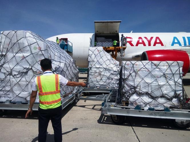 Lô hàng cứu trợ có trọng lượng khoảng 40 tấn bao gồm các dụng cụ gia đình, bộ vệ sinh cá nhân, dụng cụ sửa chữa nhà chữa, 1 tàu Alumunium và một động cơ Yamaha 40 HP