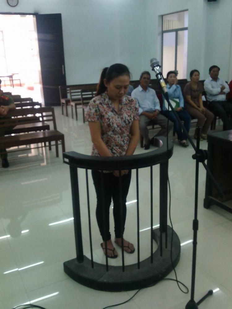 Bị cáo Nguyễn Thị Kim Hoa trước vành móng ngựa
