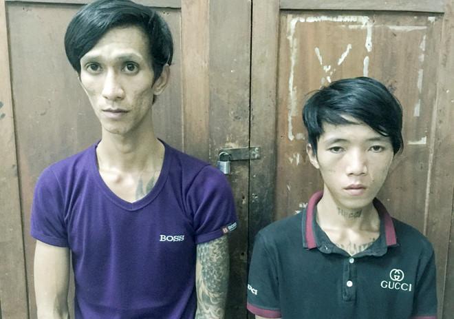 Lâm (trái) và Minh tại cơ quan công an. Ảnh: A.Bình