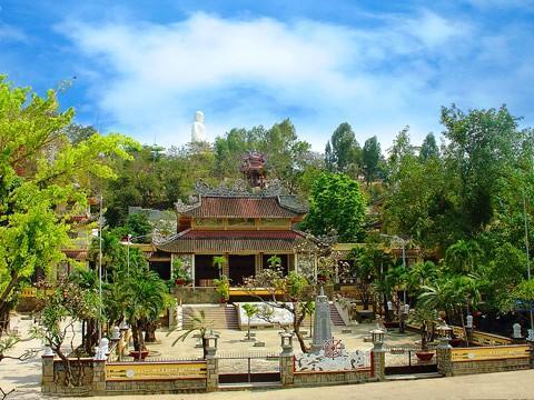 Long Sơn tự - biểu tượng xứ trầm hương.