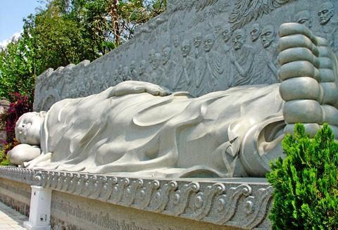 Tượng Đức Phật Thích Ca nhập Niết Bàn.