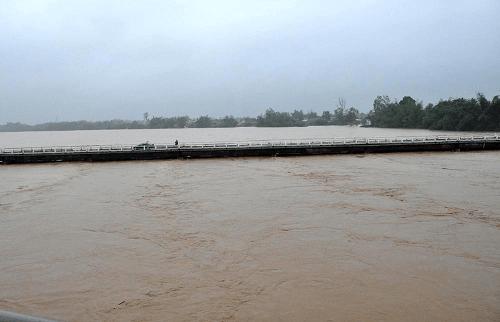 Mực nước lúc 7h00 ngày 2/12 trên sông Vệ (Quảng Ngãi) tại trạm sông Vệ 2,7m, trên BĐ1 0,2m
