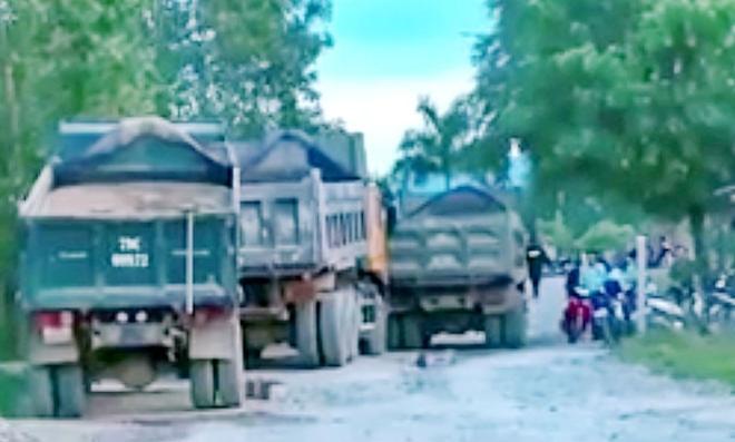 Công ty TNHH TM-KT Thịnh Phát huy động nhiều xe cơ giới hoạt động khai thác cát trái phép.