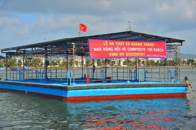 Nhà hàng nổi Vinh Hy Discovery vừa được hạ thủy