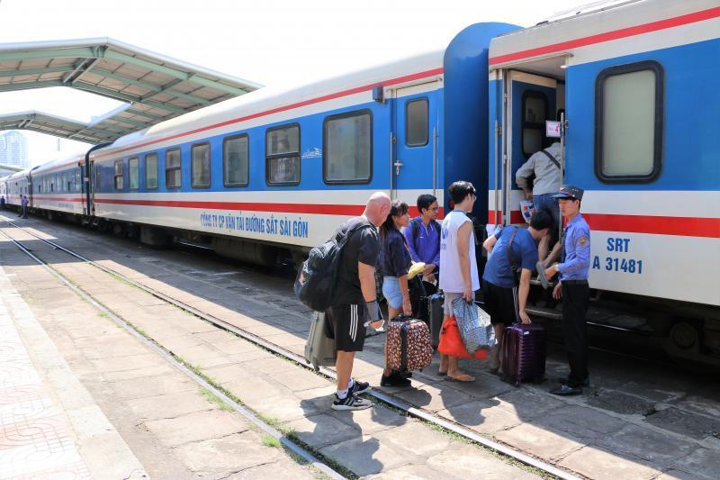 Vé tàu từ Nha Trang ra các tỉnh phía Bắc hiện đã hết, trong khi đó chiều ngược lại vẫn còn.