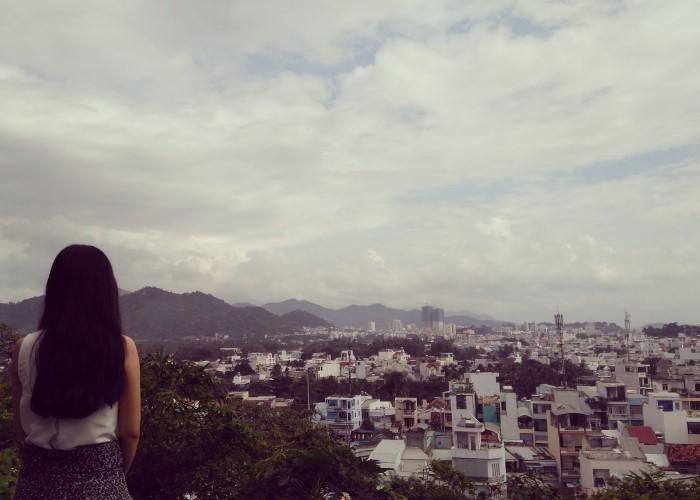 Chùa có view ngắm cảnh khá tuyệt, bao trọn cả thành phố- Ảnh: Thoa Phạm