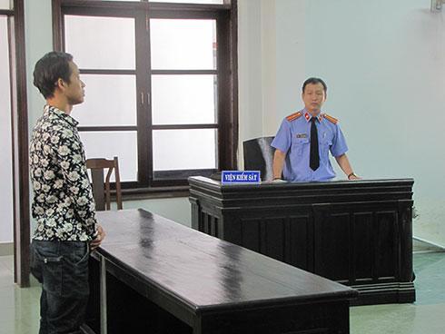 Đại diện viện kiểm sát luận tội.