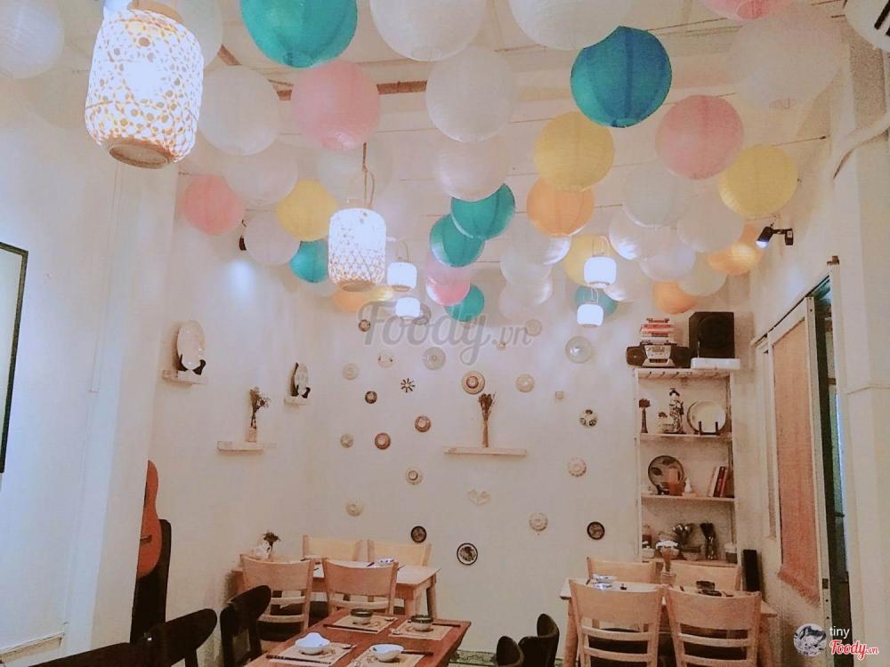 Với không gian như vậy và các món ăn độc đáo rất thích hợp để dùng bữa đổi khẩu vị cho gia đình, tổ chức tiệc sinh nhật từ 8-10 người vừa sang trọng vừa ấm cúng. Ảnh Foody.