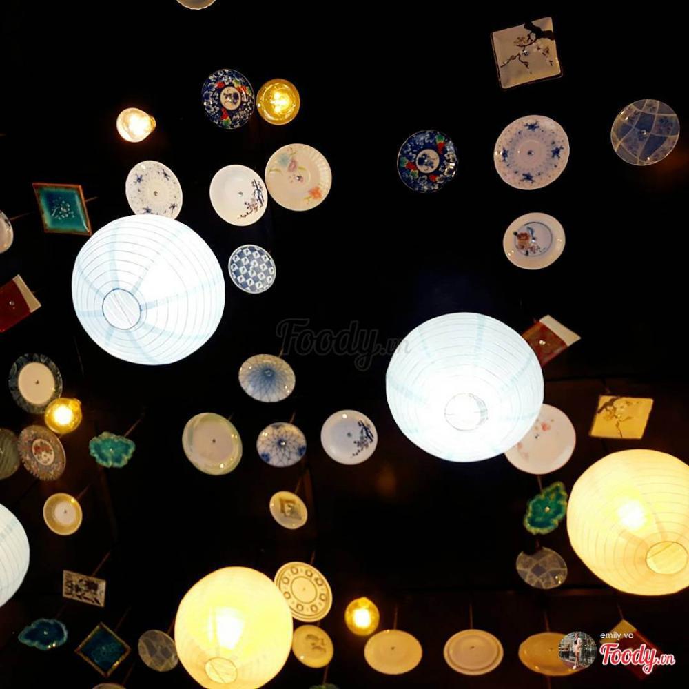 Khu đèn lồng này thuộc nhà hàng dimsum nhỏ xinh nằm trên đường Nguyễn Thiện Thuật, ai lần đầu đến đây cũng đều bị lôi cuốn.Ảnh Foody.