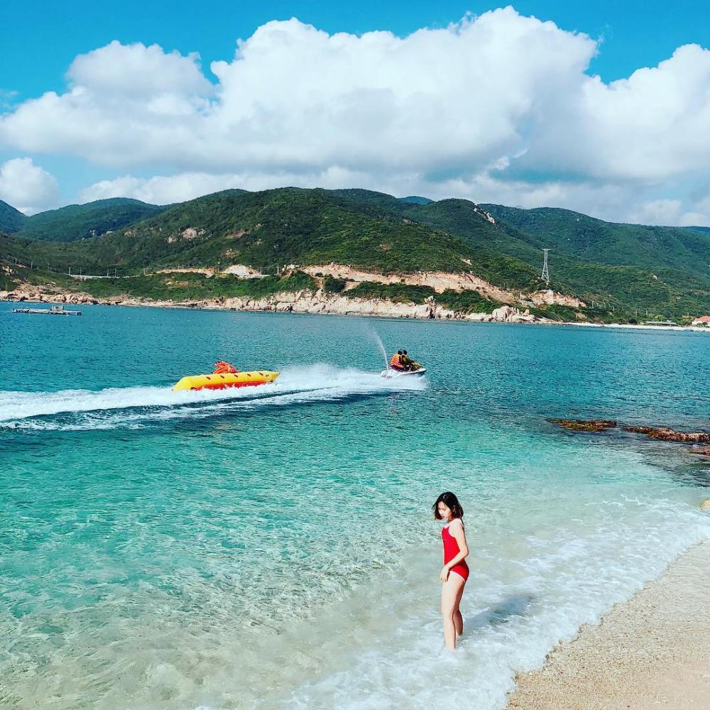 Tuy bãi biển ở đây không được dài và rộng như tại Mũi Né hay Nha Trang nhưng luôn sạch và trong tới đáy. Ảnh@golfish11111209