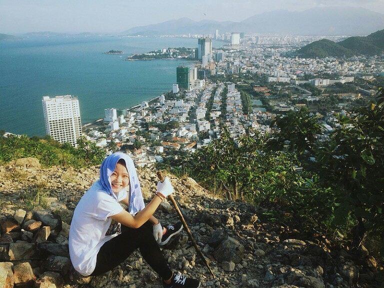 Ngắm nhìn thành phố Nha Trang từ núi Cô Tiên. (Ảnh: d.dees)