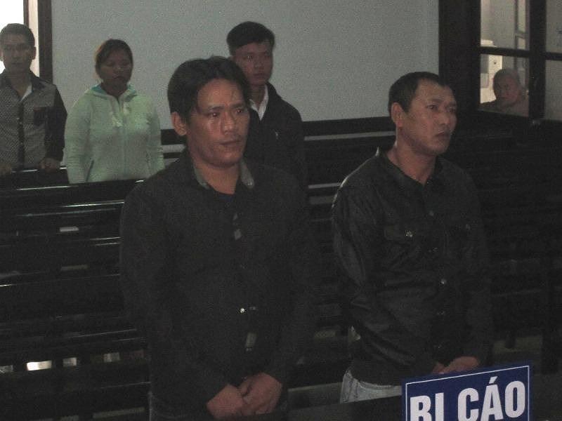Bị cáo Tài và Tuấn trước tòa
