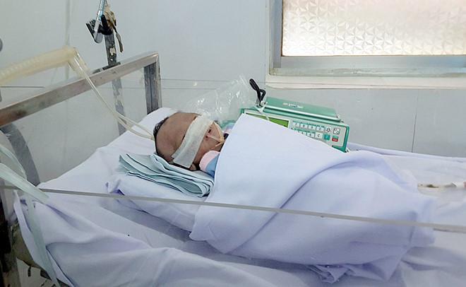 Bé gái sinh non bị mẹ bỏ rơi đang được điều trị đặc biệt tại Bệnh viện đa khoa tỉnh Bình Thuận. Ảnh: Bác sĩ cung cấp.