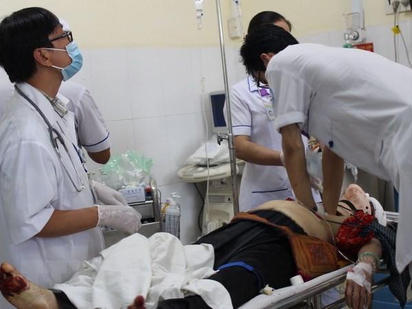 Các nạn nhân được cấp cứu tại Bệnh viện Đa khoa tỉnh Khánh Hòa. (Ảnh: Phan Sáu/TTXVN)
