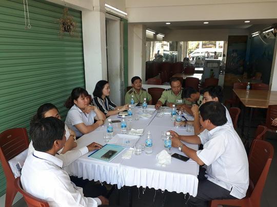 Đoàn kiểm tra liên ngành làm việc và xử phạt nhà hàng Let