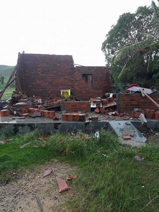 Căn nhà đang xây dở của vợ chồng chị Hòa - Ảnh: Hoàng Cát