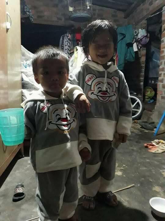 Hai đứa con thơ của vợ chồng chị Hòa - Ảnh: Gia đình cung cấp