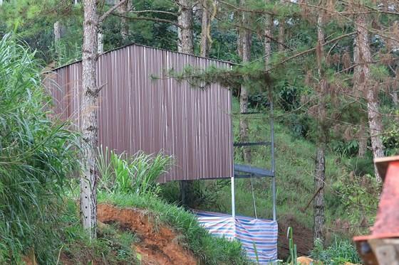 Một công trình trái phép phía sau khu vực Dinh 3, thuộc phường 4, TP Đà Lạt. Ảnh: SC