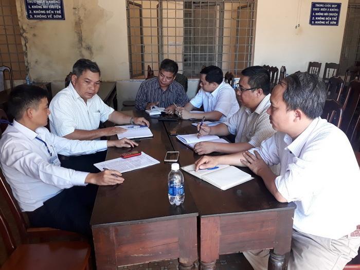 Trao đổi với các phóng viên, ông Adrơng Y Khuyên - Chủ tịch UBND xã Ea H'leo, cho biết xã đã báo cáo vụ việc lên Phòng TN&MT huyện Ea H'leo để có chỉ đạo xử lý